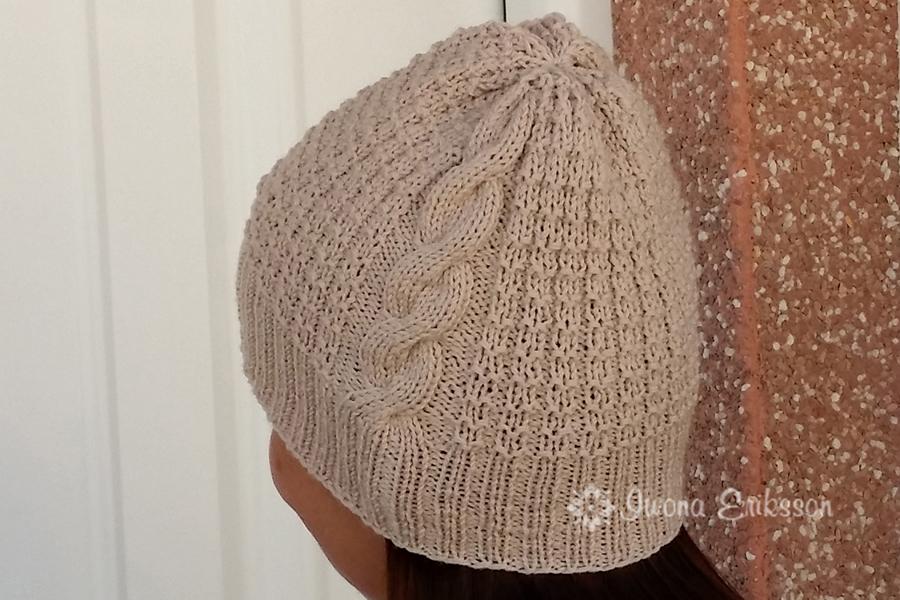 Prosta czapka z warkoczem