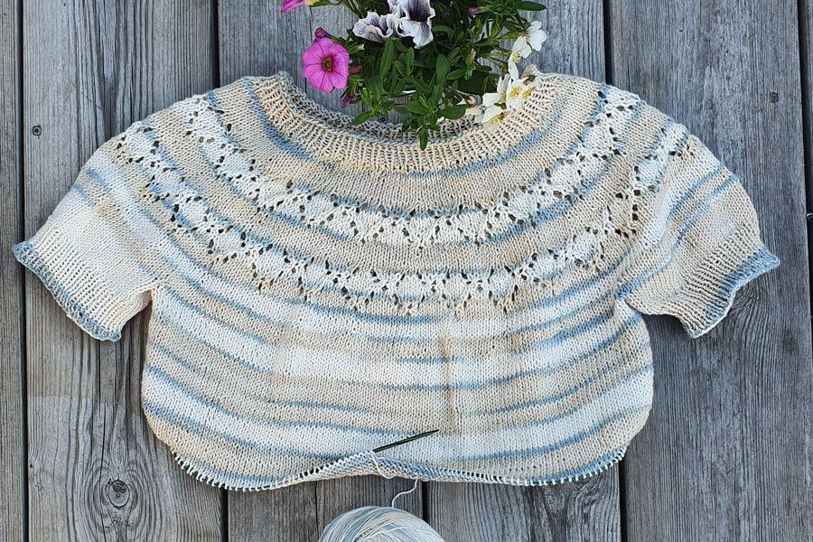 sweter z okrągłym karczkiem